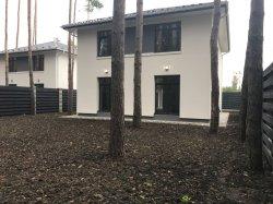 Дом 160 кв.м., с участком 5 соток, на участке сосны.