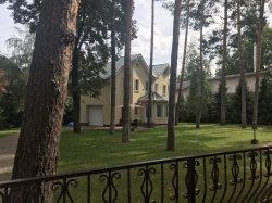 Усадьба - дом 312 кв.м., участок 22 сотки, 2 гаража.