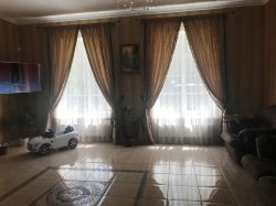 Добротный дом с мебелью и ремонтом.